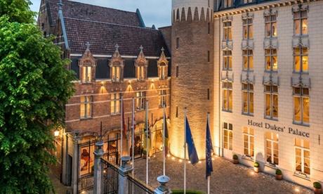 Brujas: estancia para 2 personas con vistas al jardín, desayuno americano y acceso al spa en Hotel Dukes' Palace 5*