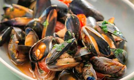 Menu di mare con antipasto, primo, secondo, dolce e vino al Risto Pizza Al Monacello (sconto fino a 50%)