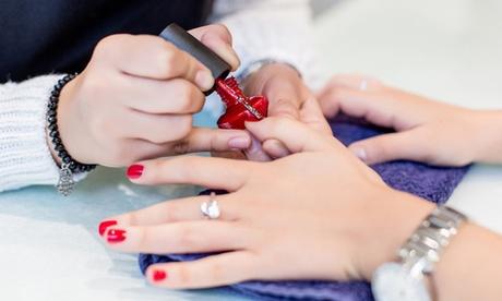 Manicura y/o pedicura normal o semipermanente, opción perfilado y depilación de cejas para 1 en el salon Jireh Beauty