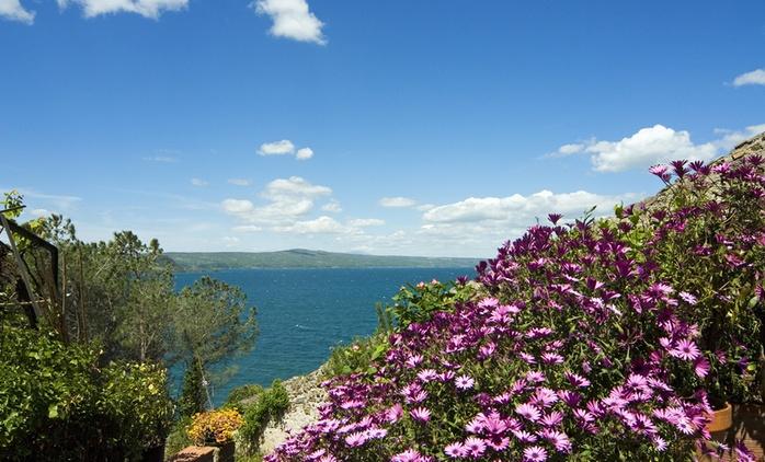 Lago di Bolsena: 1 o 2 notti con colazione,giropizza o cena per 2 persone da Locanda Rondinella.Ponti inclusi