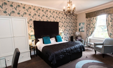 Suffolk: 1 or 2 Nights for Two with Breakfast and Option for Dinner at Satis House