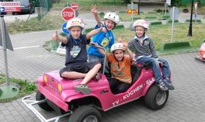 Kiebitzpark: Familienkarte oder Gruppenkarte für Minigolf und Miniauto fahren inkl. Getränken im Kiebitzpark (bis zu 51% sparen*)