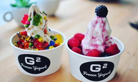 Frozen Yogurt mit bis zu 3 Toppings und Sauce im G2 Café