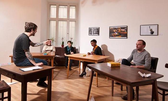 Speakeasy Sprachzeug - Berlin: 1, 2 oder 4 Monate Englisch- oder Spanisch-Kurs bei Speakeasy Sprachzeug (bis zu 55% sparen*)