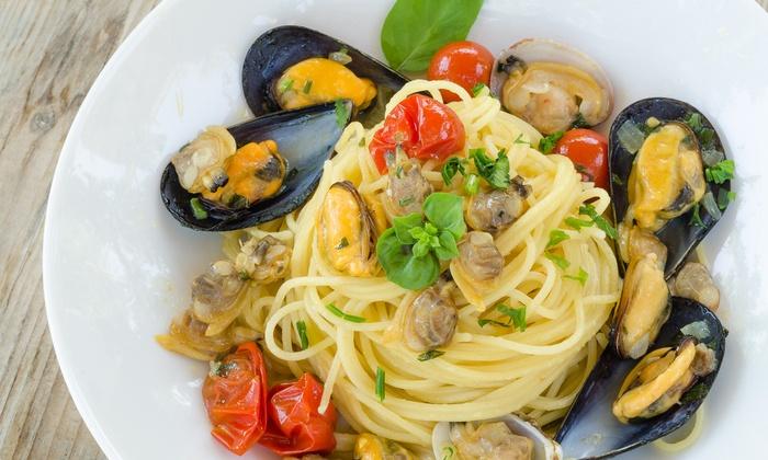 'A Canzuncella - Napoli: Menu tipico di pesce con dolce e calice di vino, più spettacolo, al ristorante 'A Canzuncella (sconto fino a 68%)