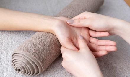 Cosmetische manicure of pedicure bij Treatments in hartje Arnhem