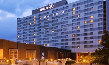 Düsseldorf: tweepersoonskamer voor twee met ontbijt en naar keuze romantisch 4gangendiner in 5* Hotel Hilton Düsseldorf