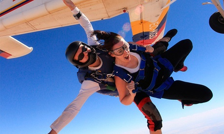 Salto tándem en paracaídas para 1 o 2 personas desde 179 € con Skydive Madrid