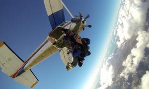 Skydive Soria: Salto en tándem desde 3.500 metros para una o dos personas desde 169 € en Skydive Soria