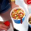 Menú con bol de cereales y bebida