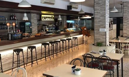 Menú para 2 o 4 con entrantes, principales, postre y bebida en Restaurante Cenia (hasta 58% de descuento)