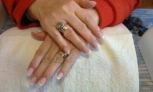 Salon Urody Hollywood: Manicure (29,99 zł) lub pedicure hybrydowy (39,99 zł) i więcej opcji w Salonie Urody Hollywood