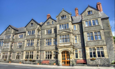 Cardigan Bay, Gwynedd: 1 or 2 Nights for Two with English Breakfast and Dinner at George IV Hotel