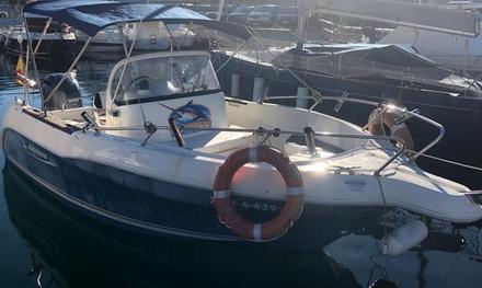 Alquiler de barco con patrón, snacks y refrescos con Charter Santa Cruz (con 45% de descuento)