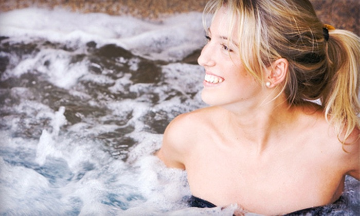 Comfort Inn - Farmington: $99 for a One-Night Stay in a Jacuzzi Suite with Romance Package at Comfort Inn in Farmington Hills (Up to $209.99 Value)