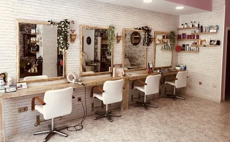 Sesión de peluquería completa con opción a tinte o/y mechas desde 14,95 € en Saracho Le Salon