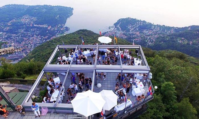 Biglietto di andata e ritorno in funivia con aperitivo sul Lago Maggiore per 2 persone (sconto fino a 53%)