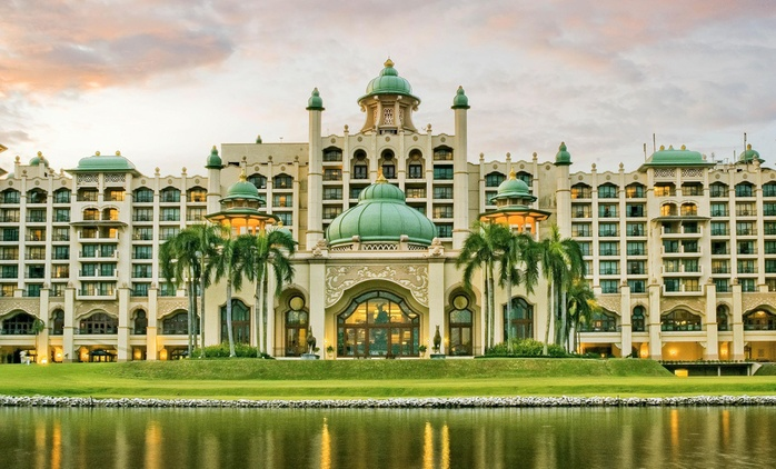 Kuala Lumpur: 4 Nights in Deluxe Garden View Room at Palace of Golden Horses with Guide, Tour, Theme Park and Transfers*