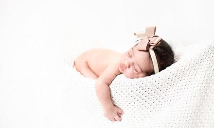 Sesión fotográfica Newborn / bebé a domicilio y fotos editadas con Momo Workart (hasta 75% de descuento)