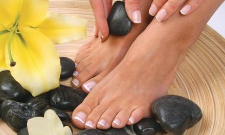 2 sesiones de manicura o manipedicura con esmaltado normal o semipermanente desde 12,95 € en Crystal Nails Tenerife