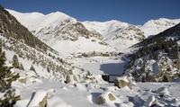 Viaje en tren cremallera y forfait de esquí para un niño o adulto desde 16 € con Estación de Esquí Vall de Núria