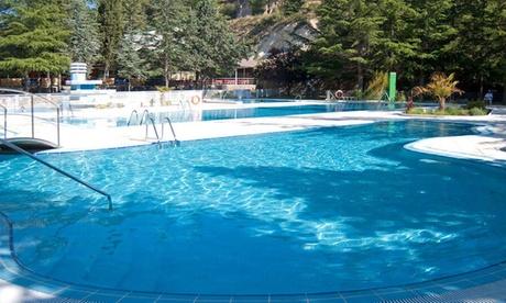 Segovia: estancia en habitación doble, triple o camarote familiar para hasta 4 personas en Sports Hotel Nayade