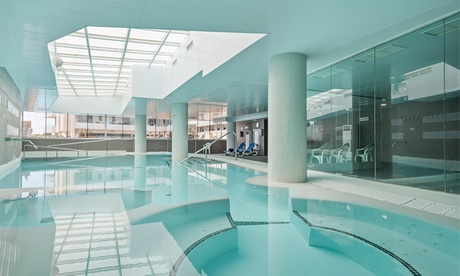 Tarragona: habitación doble para 2 con media pensión, piscina termal y detalle en Hotel Balneario Playa de Comarruga