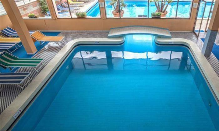 Abano Terme: Percorso esclusivo di coppia con piscine termali e massaggio alla Spa Hotel Firenze (sconto fino a 67%)