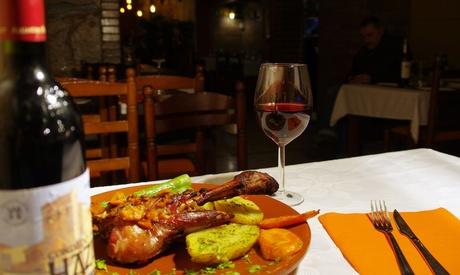 Menú gourmet con cochinillo asado de León para 2 o 4 con entrante, principal y botella de vino desde 39,95€ en Nogal