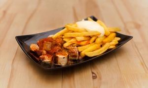 Wurstkultur: Currywurst mit Pommes und Majo sowie je 1x Getränk (0,25 l) für 2 oder 4 Personen im Restaurant ROK (36% sparen*)