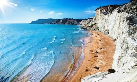 Ragusa: estancia para 2 personas con pensión completa, bebidas y entretenimiento en Villaggio Stella Marina Sicilia 4*