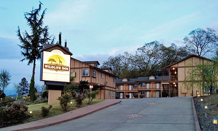 Wildlife Inn - Winston: $109 for 1-night stay for two and two tickets to Wildlife Safari at Wildlife Inn (up to $174.98 value)