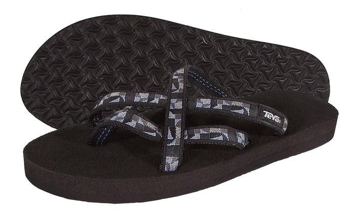 a4a36bf8e Teva Women s Flip Flops or Sandals (Size 10)
