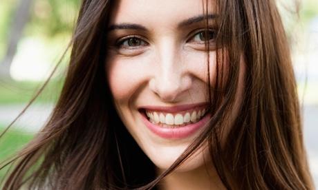 Limpieza dental con opción a limpieza profunda de encías en 1 o 2 arcadas desde 9,95 € en Smilebox