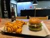 Burger mit Beilage + Softgetränk