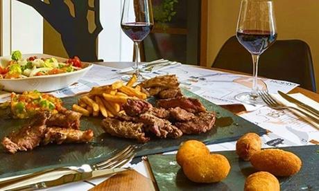 Menú para 2 con entrantes, parrillada, postre y bebida en Manjares de la Dehesa (hasta 53% de descuento)