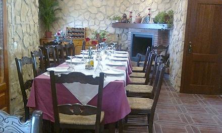 Menú Alpujarreño para 2 o 4 personas con entrante, principal, postre y bebida desde 21,95 € en Mesón Rural Los Ángeles