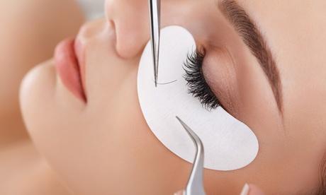 Extensión de pestañas pelo a pelo con opción a diseño de cejas desde 19,95 € en Centro de Estética y Belleza Sapphira