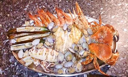 Menú para 2 o 4 con copa de champán, entrante, parrillada del mar, postre y digestivo desde 49,95 € en Ca'n Jordi