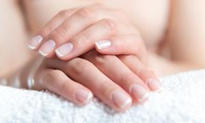 Gabinet Kosmetologii Euforia: Manicure klasyczny lub hybrydowy (39,99 zł) albo pedicure (54,99 zł) i więcej opcji w Gabinecie Kosmetologii Euforia