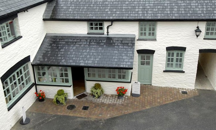 Gwesty 39 R Emlyn Hotel In Newcastle Emlyn Carmarthenshire Groupon Getaways
