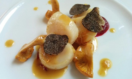 Menu dégustation en 7 services concocté par le chef Éric Delerue au restaurant étoilé Le Cerisier à 129 € pour 2