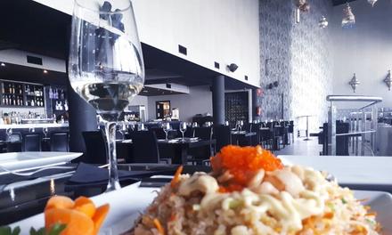 Menú asiático para 2 o 4 con entrante, principal a compartir, postre o café y bebida desde 24,95 € en Quay Sevilla