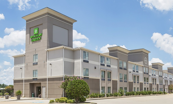 Hotel with Dining Credit in Northwest Houston