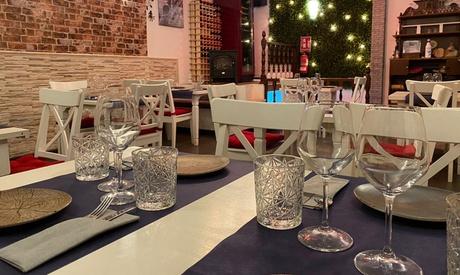 Menú para 2 o 4 con entrante, principal, postre y bebida o botella de vino en Carthago