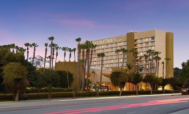 Member Pricing Doubletree With Parking Near La