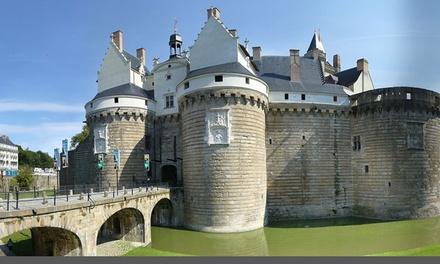 Nantes : 1/2 nuits en chambre Artiste avec jus de pomme pétillant, panier apéritif en option pour 2 au Château du Pé
