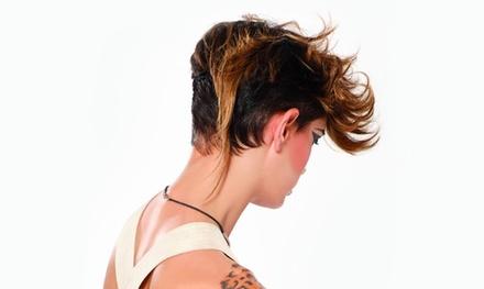 Peluquería con corte, lavado y peinado con opción a tinte y/o mechas desde 12,95 € en Love Hair. 6 opciones disponibles