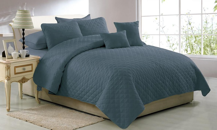 Solid-Color Quilt Set (5-Piece) | Groupon Goods : solid quilt - Adamdwight.com