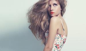 First Hair Class: Waschen, Schneiden, Föhnen für alle Haarlängen, optional mit Haarkur oder Foliensträhnen (bis zu 62% sparen*)